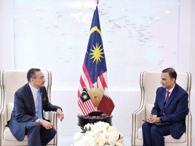 Photo of وزير خارجية ماليزيا يجتمع مع سفيرنا