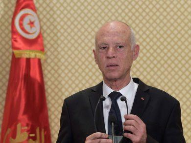 Photo of الرئيس التونسي يعتزم تعديل الدستور والقانون الانتخابي