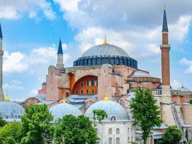 Photo of الرئيس التركي أردوغان يوقع مرسوما بتحويل آيا صوفيا إلى مسجد