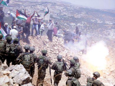 Photo of مستوطنون يستولون على أراضٍ في الأغوار