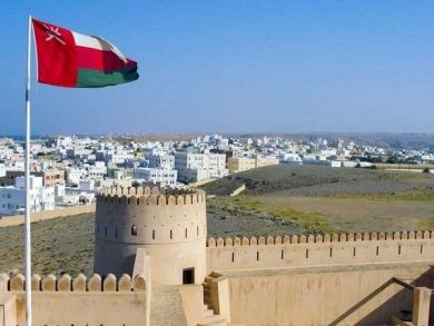 Photo of سلطنة عمان تعيد فرض حظر التجوال ليلا بدءا من الغد
