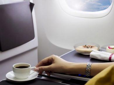 Photo of تايلاند: الترفيه بشرب القهوة في الطائرة
