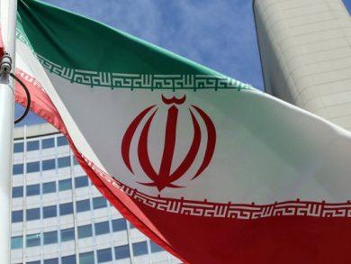 Photo of إيران تفرض إجراءات إغلاق جديدة مع تزايد حالات الإصابة بكورونا