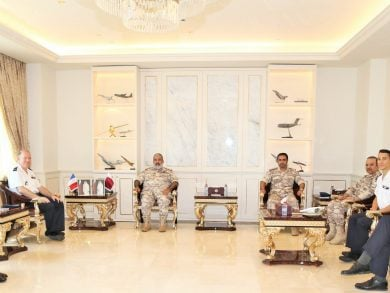 Photo of رئيس أركان القوات المسلحة القطرية يلتقي مسؤولا عسكريا فرنسيا