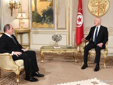 Photo of الرئيس التونسي يلتقي وزير الخارجية الجزائري