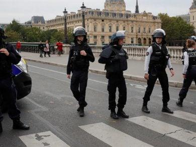 Photo of فرنسا تحقق في جريمة قطع رأس رجل قرب باريس
