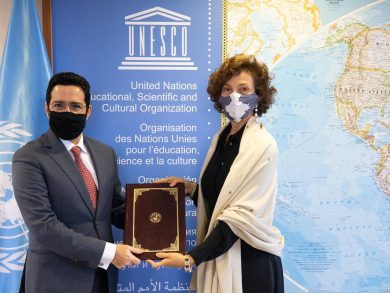 Photo of مندوب قطر لدى منظمة اليونسكو يقدم أوراق اعتماده