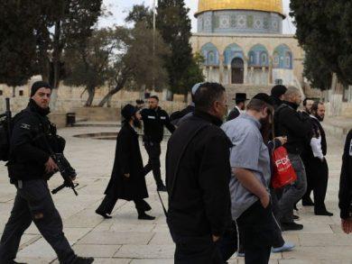 Photo of «حماس» تدعو إلى النفير العام والاحتشاد في الأقصى غدًا