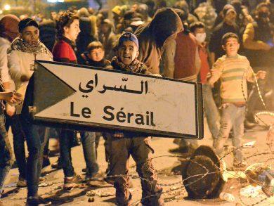 Photo of 45 جريحًا بالمواجهات بين محتجين وقوات الأمن شمال لبنان
