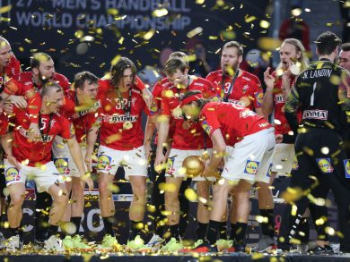 Photo of منتخب الدنمارك يتوج بلقب بطولة العالم لكرة اليد للمرة الثانية على التوالي