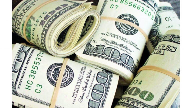 Photo of الدولار يقترب من أدنى مستوى