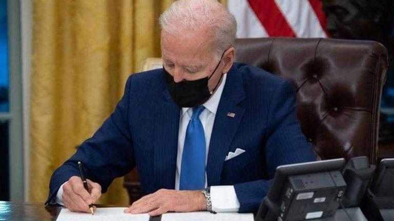 Photo of البيت الأبيض يعلن عزم بايدن إغلاق معتقل غوانتانامو