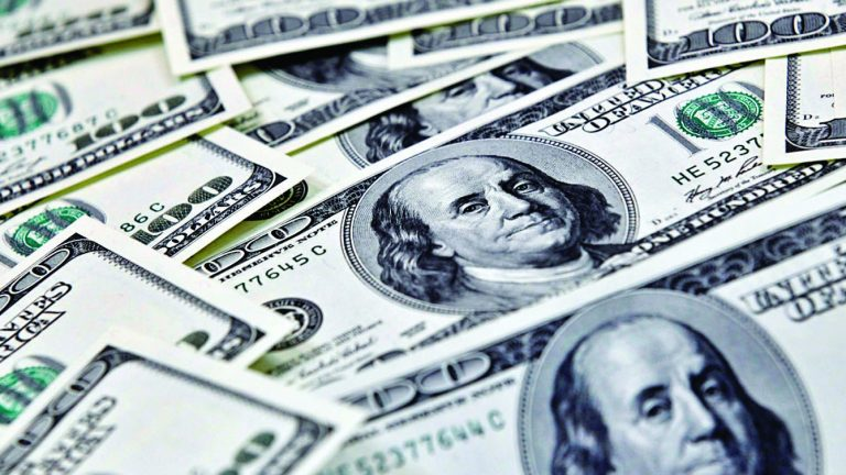 Photo of الدولار عالق قرب أدنى مستوى في 5 أشهر والحذر يسود السوق