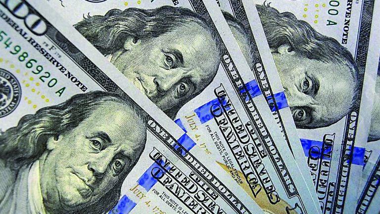Photo of تراجع الدولار في تعاملات هادئة