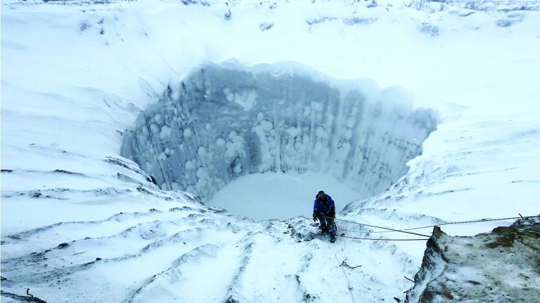 Photo of علماء يكشفون لغز حفر هائلة في سيبيريا