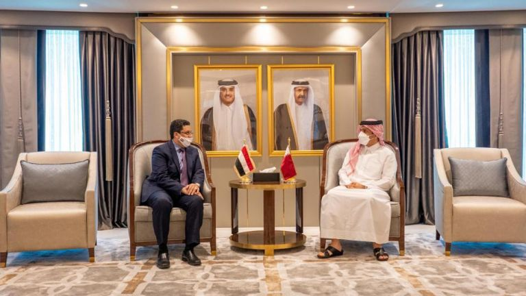 Photo of نائب رئيس مجلس الوزراء وزير الخارجية يجتمع مع وزير الخارجية اليمني