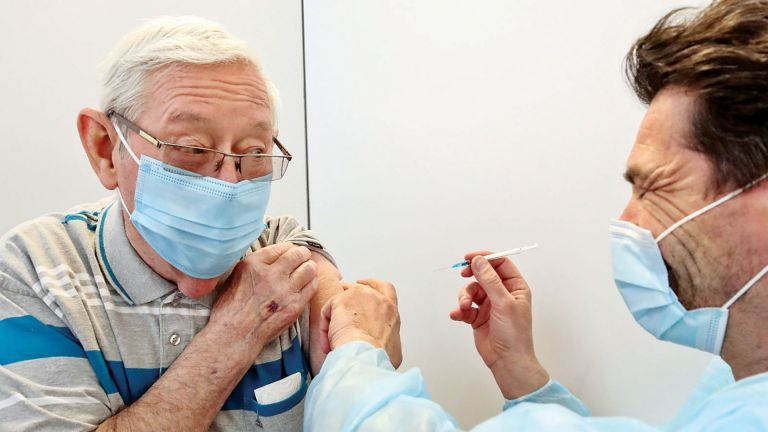 Photo of ألمانيا: مشروع مرسوم يعفي الأشخاص الذين تلقوا اللقاح من قيود كورونا