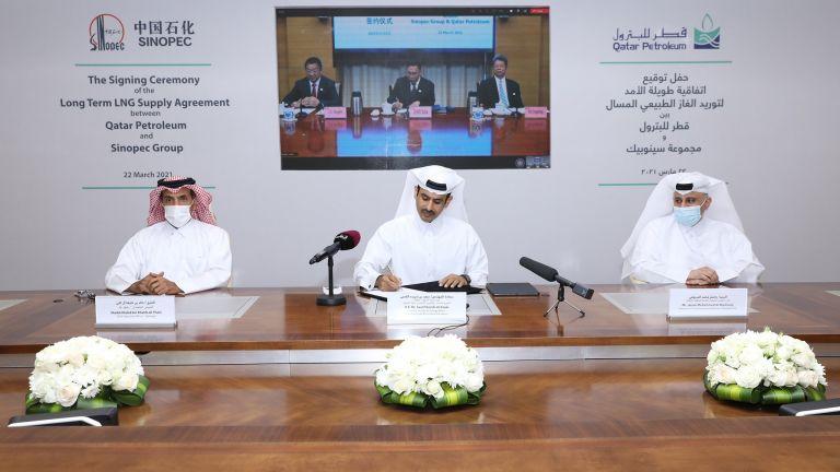 Photo of قطر للبترول توقع اتفاقية طويلة الأمد لتزويد شركة سينوبيك الصينية بمليوني طن سنوياً من الغاز الطبيعي المسال
