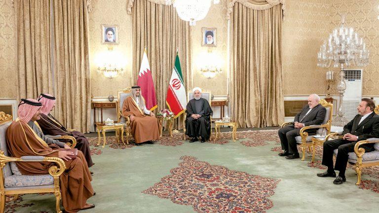Photo of صاحب السمو والرئيس الإيراني يبحثان سبل التهدئة بالمنطقة