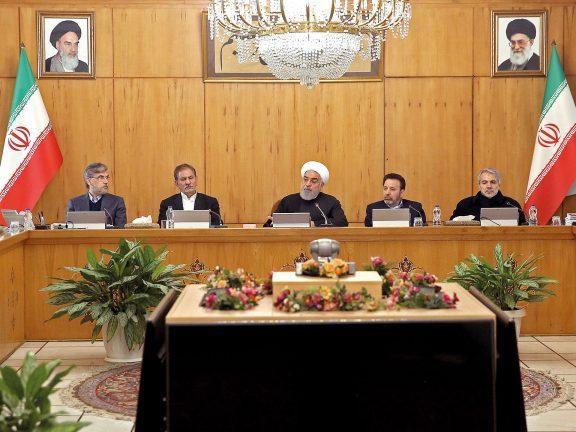 Photo of روحاني يطالب بتغييرات جذرية في إدارة إيران