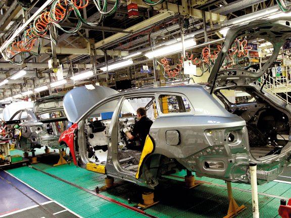 Photo of تويوتا تعيد تشغيل 3 مصانع