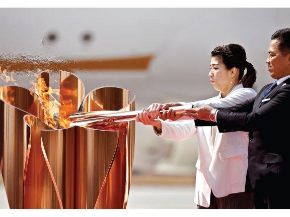 Photo of شعلة الأولمبياد تتحصن بقاعدة عسكرية يابانية
