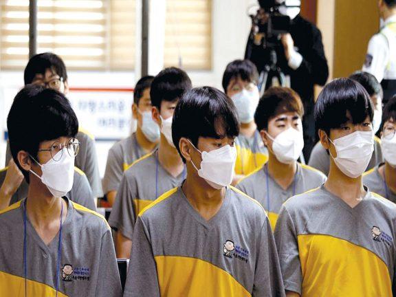 Photo of الوباء قد يزج بالشباب في المستشفيات لأسابيع