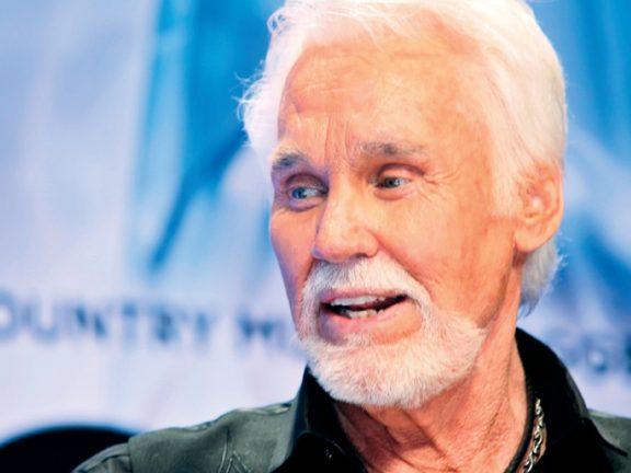 Photo of وفاة المغني الأمريكي كيني روجرز عن عمر 81 عاماً