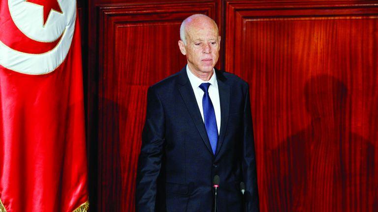 Photo of الرئيس التونسي يقرر إعفاء وزيري الدفاع والعدل من منصبيهما