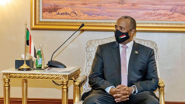 Photo of البرهان يدعو رجال الأعمال القطريين إلى الاستثمار في السودان