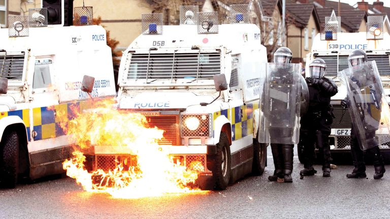 Photo of تجدد العنف في أيرلندا الشمالية