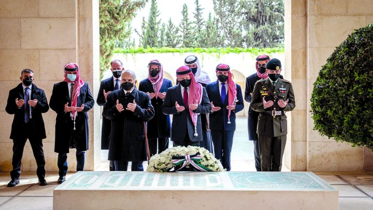 Photo of أوّل ظهور للعاهل الأردني يرافقه الأمير حمزة