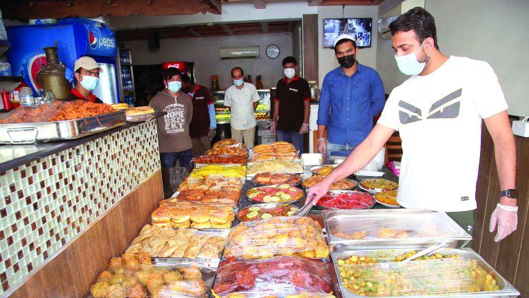 Photo of رمضان يُنعش مبيعات السمبوسة والحلويات