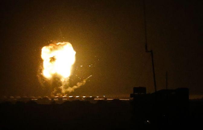 Photo of إصابة شخصين في تجدد للقصف الإسرائيلي على قطاع غزة