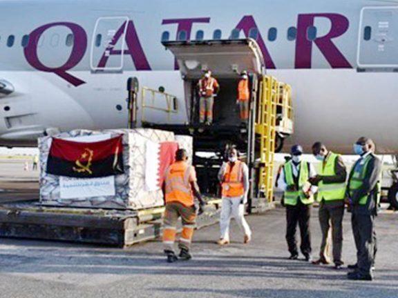 Photo of طائرة مساعدات طبية قطرية تصل إلى أنغولا