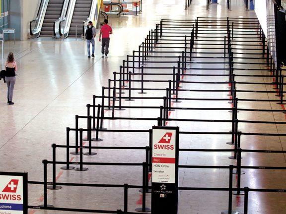Photo of روبوت وماكينات لبيع الكمامات بمطار زيورخ