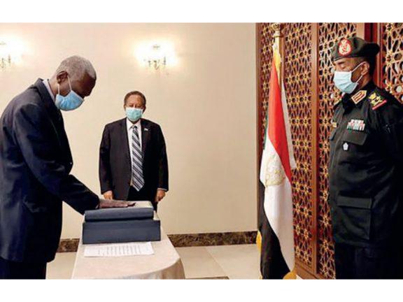 Photo of السودان: اللواء ياسين إبراهيم وزيراً جديداً للدفاع