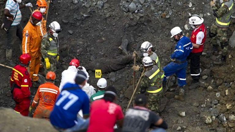 Photo of انتشال 11 جثة جرّاء انهيار منجم في كولومبيا
