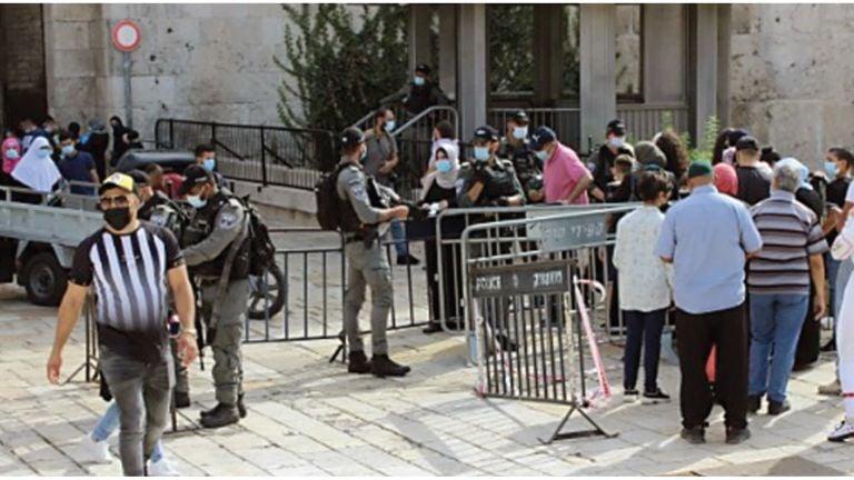 Photo of باب العامود.. ساحة مواجهة يومية مع الاحتلال