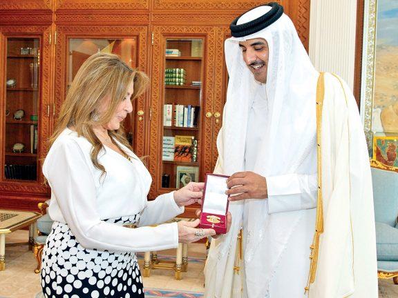 Photo of صاحب السمو يمنح سفيري تركيا والإكوادور وسام الوجبة
