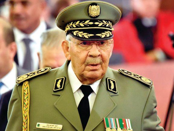 Photo of الجزائر: جنازة رئاسية وشعبية لقائد الجيش اليوم