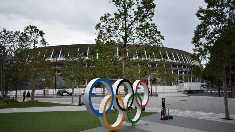 Photo of إنييستا وفيا يقصان شريط افتتاح استاد طوكيو الأولمبي
