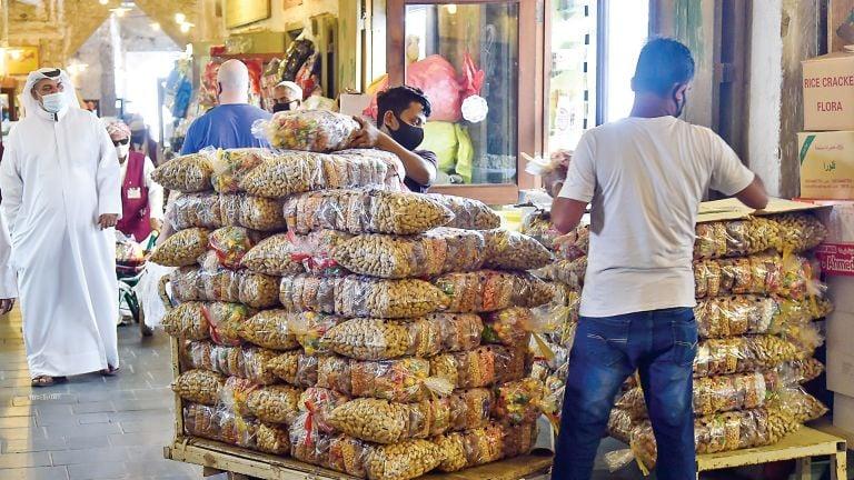 Photo of الأسواق الإلكترونية تنافس التقليدية في مبيعات القرنقعوه