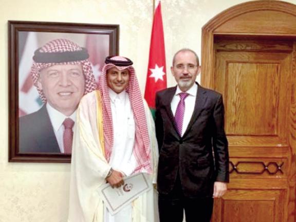 Photo of وزير الخارجية الأردني يجتمع مع سفيرنا