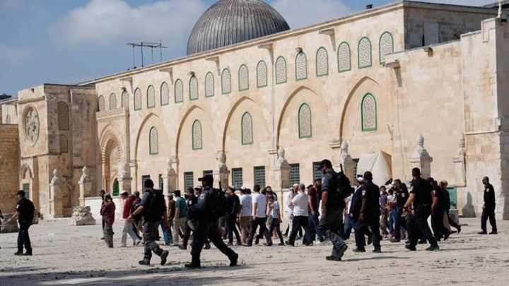 Photo of رئيس الوزراء الفلسطيني: حكومة الاحتلال مسؤولة عن الاعتداءات على المسجد الأقصى