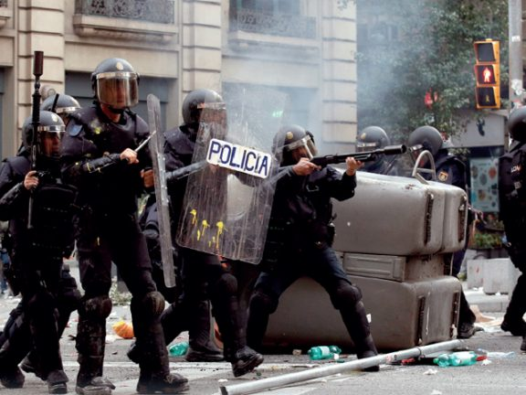 Photo of إسبانيا: إلغاء رحلات وإغلاق طرق في كتالونيا