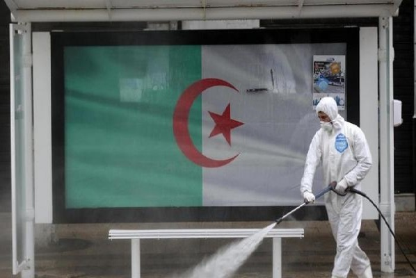 Photo of الجزائر: 33 وفاة بفيروس كورونا