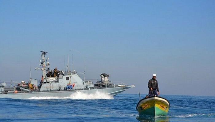 Photo of إصابة صياد فلسطيني بنيران بحرية الاحتلال في بحر غزة