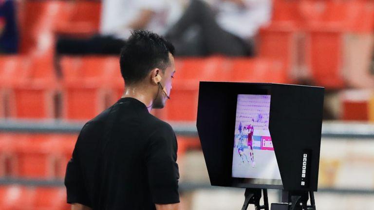 Photo of استخدام حكم الفيديو المساعد اعتباراً من ربع نهائي دوري أبطال آسيا وفي نهائي كأس الاتحاد الآسيوي