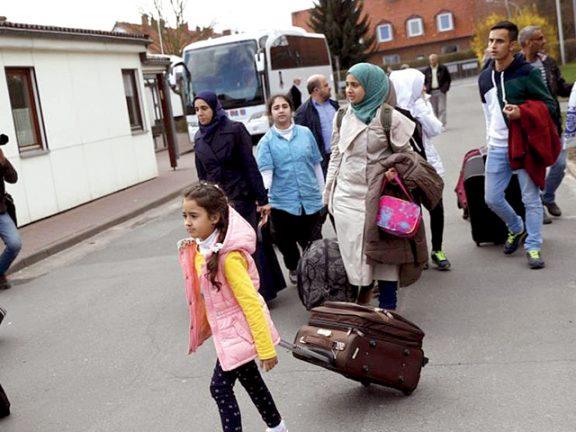 Photo of ألمانيا تشجّع عودة اللاجئين السوريين وتموّل رحلاتهم